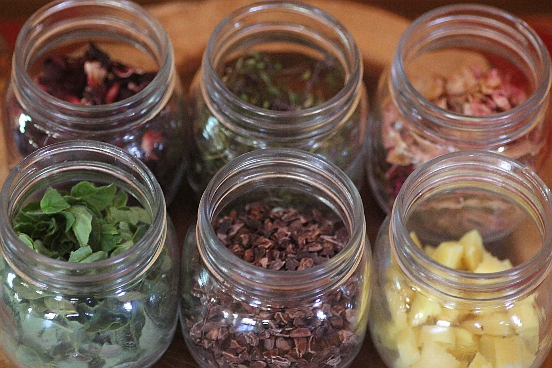 Home-made Flavour Extracts: 8 Easy Recipes!
